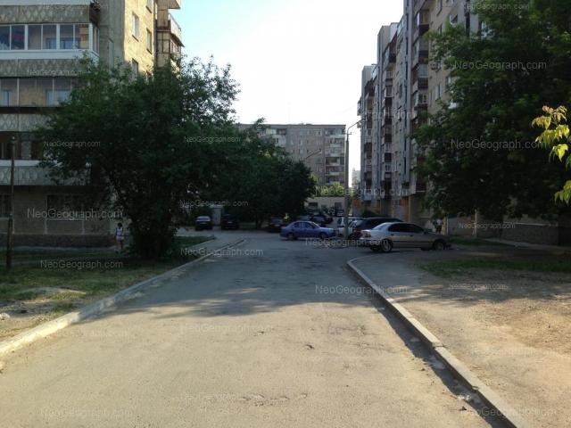 Адрес(а) на фотографии: улица Уральских Рабочих, 8, 10, Екатеринбург