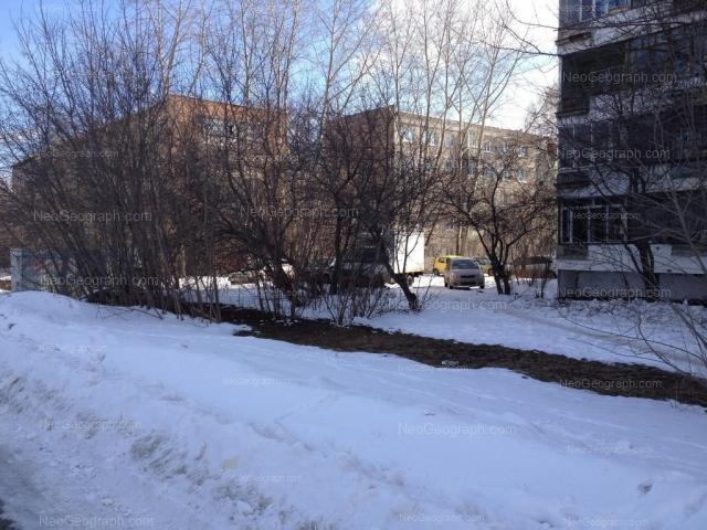 Адрес(а) на фотографии: улица Серафимы Дерябиной, 13, 15/1, 17, Екатеринбург