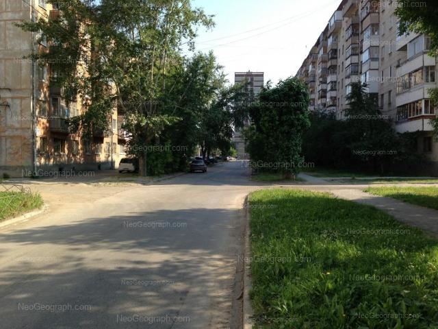 Адрес(а) на фотографии: улица Красных Борцов, 6, 11, 12, Екатеринбург