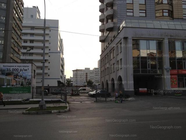 Адрес(а) на фотографии: улица Белинского, 54, 56, Екатеринбург