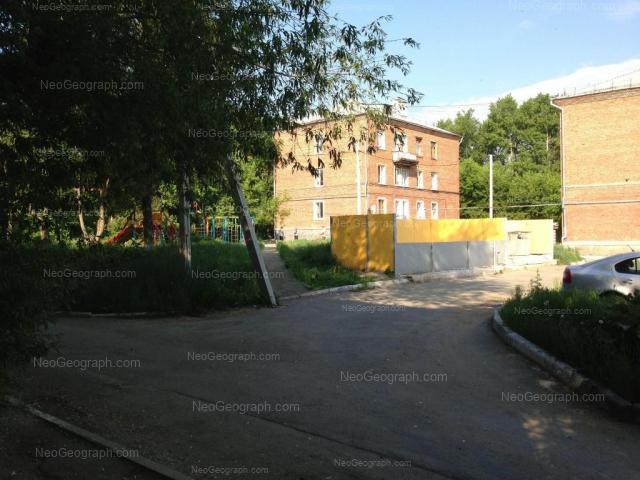 Адрес(а) на фотографии: улица Бакинских Комиссаров, 21, 25, Екатеринбург