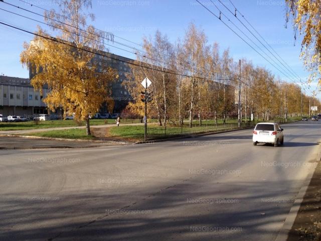 Адрес(а) на фотографии: улица Академика Бардина, 37, 41, Екатеринбург