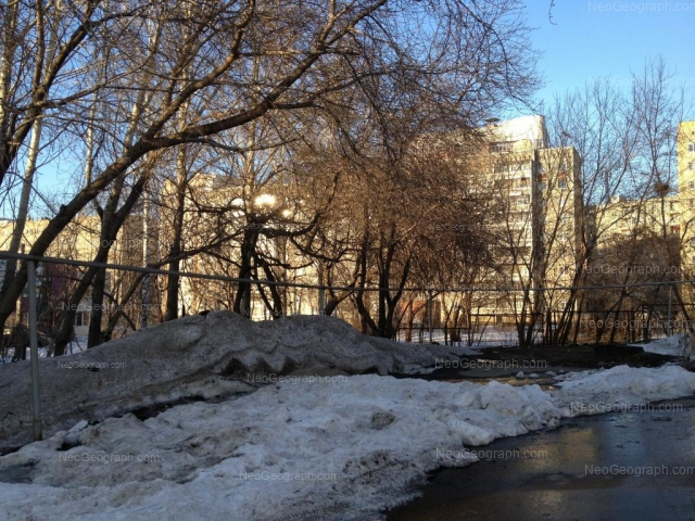 Адрес(а) на фотографии: улица Красина, 2, 4, 5, Екатеринбург