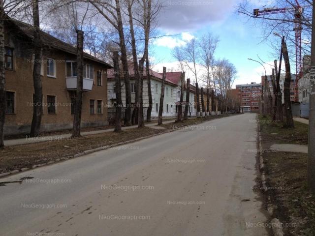 Адрес(а) на фотографии: Клубный переулок, 1, 3, 5, Екатеринбург