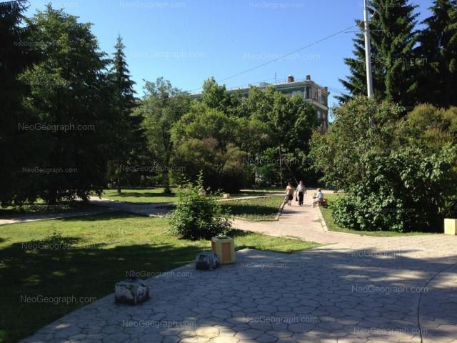 Адрес(а) на фотографии: улица Банникова, 1, Екатеринбург