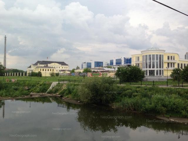Адрес(а) на фотографии: улица Добролюбова, 3, 11, Екатеринбург