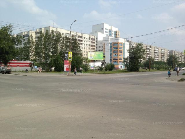 Адрес(а) на фотографии: улица Фрезеровщиков, 35, 37, Екатеринбург