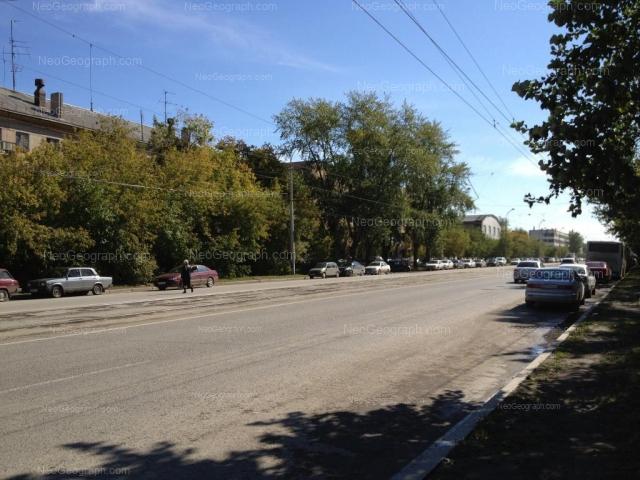 Адрес(а) на фотографии: улица Старых Большевиков, 2, 4, 6, Екатеринбург