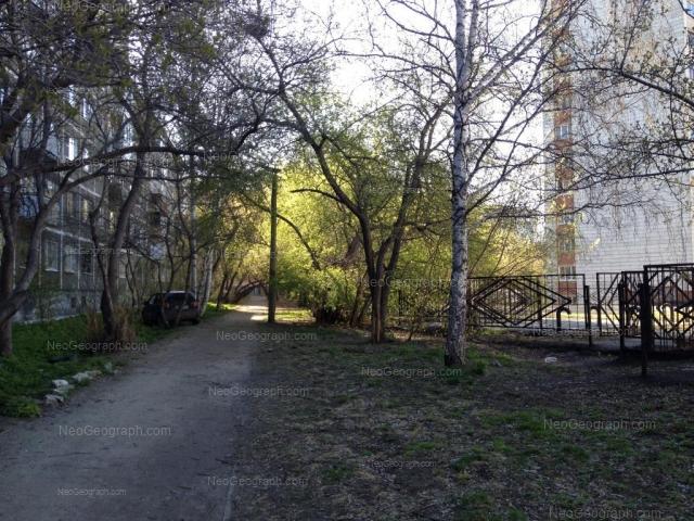 Адрес(а) на фотографии: улица Пальмиро Тольятти, 15В, 15Д, Екатеринбург
