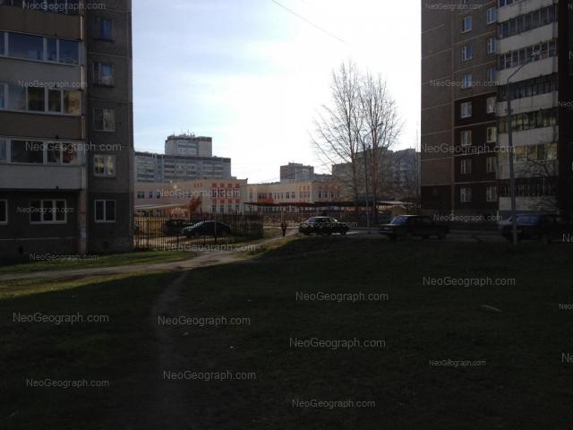 Адрес(а) на фотографии: улица Крестинского, 11, Екатеринбург