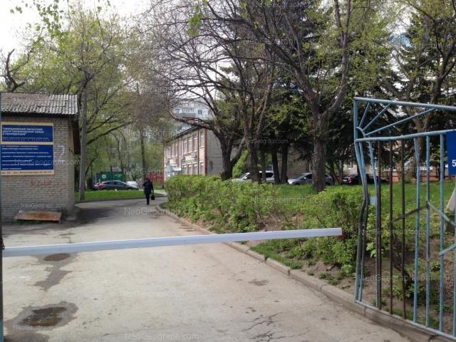 На фото - здание с адресом: улица Флотская, 52, Екатеринбург
