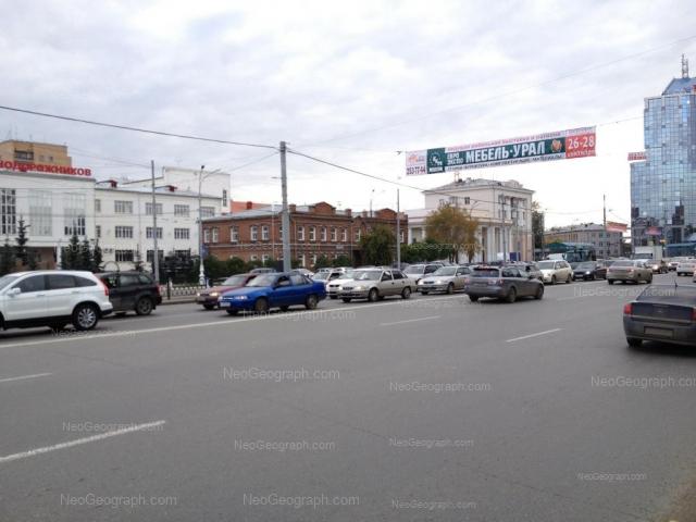 Адрес(а) на фотографии: улица Челюскинцев, 15, 15а, 92, 100, 102, Екатеринбург