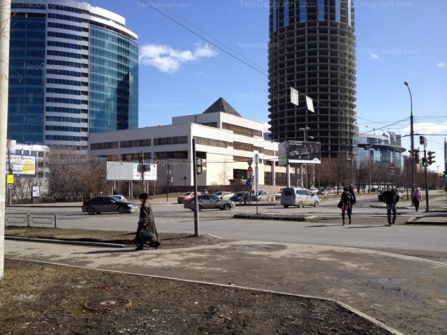 Адрес(а) на фотографии: улица Бориса Ельцина, 1, 1а, 3, Екатеринбург