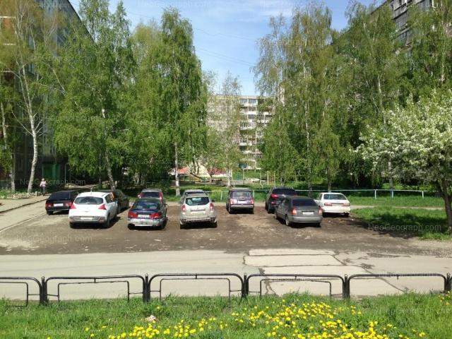 Address(es) on photo: Teplokhodniy Proezd driveway, 5, 7, 9, Yekaterinburg