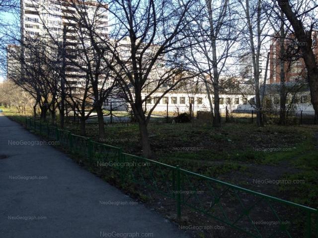 Адрес(а) на фотографии: улица Большакова, 13, 15, Екатеринбург