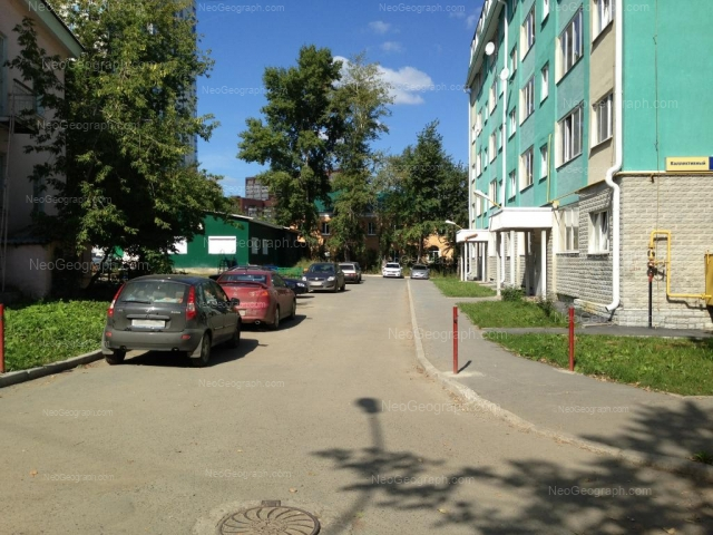Адрес(а) на фотографии: Коллективный переулок, 6, 6а, 8, Екатеринбург
