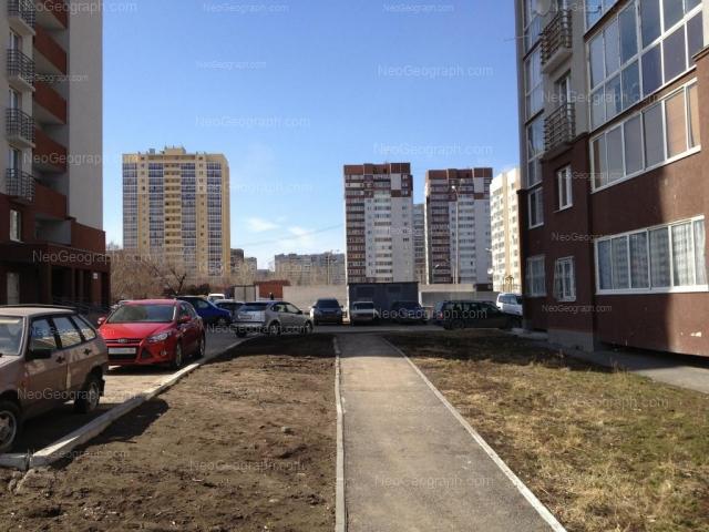 Адрес(а) на фотографии: улица Софьи Перовской, 106, 108, 110, Екатеринбург