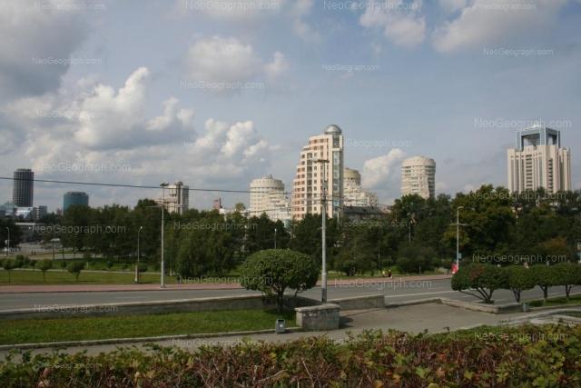 Вид с Вознесенской горки, элитное жилье на Никонова, новостройки в центре Екатеринбурга, бывшая гостиница