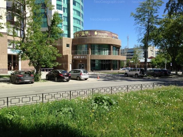 Адрес(а) на фотографии: улица Хохрякова, 6, 9, 10, Екатеринбург