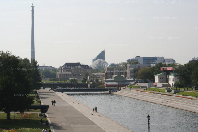 Адрес(а) на фотографии: улица Добролюбова, 1, 3, 11, Екатеринбург