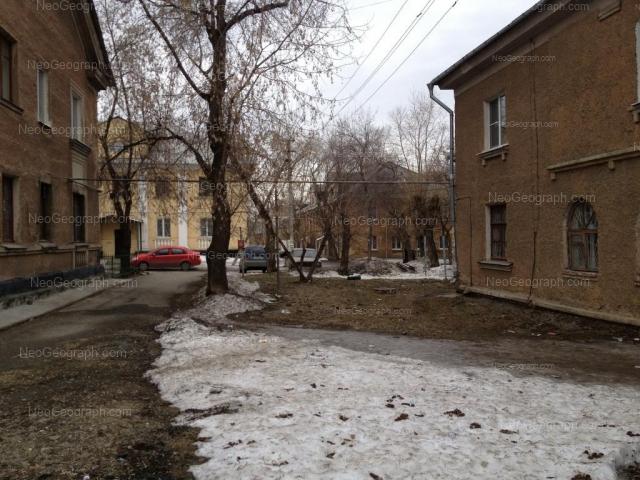 Адрес(а) на фотографии: улица Лобкова, 14, 16, Екатеринбург