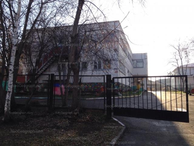 На фото видно здание с адресом улица Ленинградская, 38, Екатеринбург -  детский сад 1