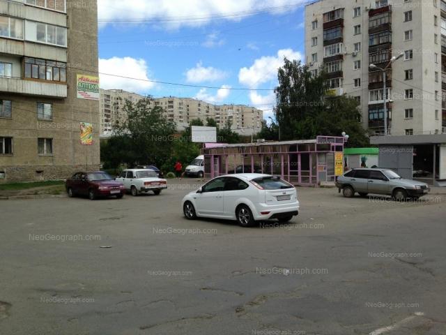 Адрес(а) на фотографии: улица Уральских Рабочих, 49, 50А, Екатеринбург