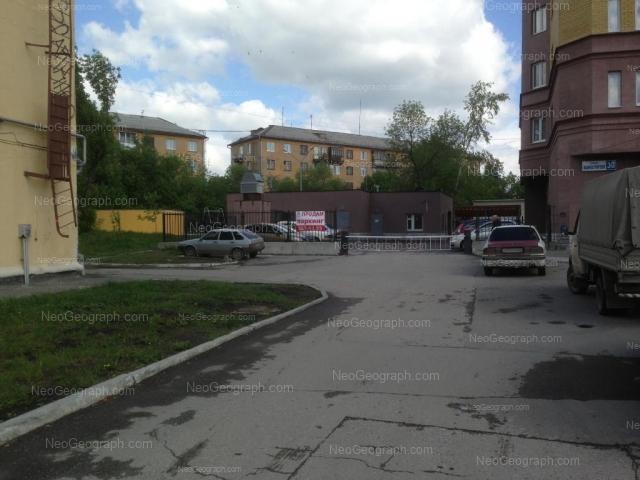 Адрес(а) на фотографии: Донбасская улица, 32, 34, Екатеринбург