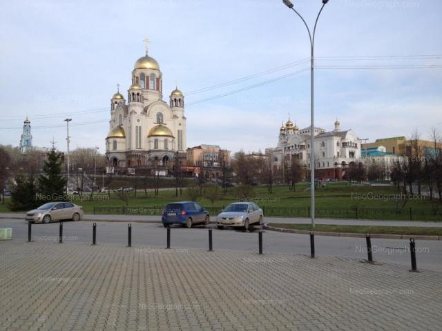 Адрес(а) на фотографии: улица Толмачёва, 32, 34, 34а, Екатеринбург
