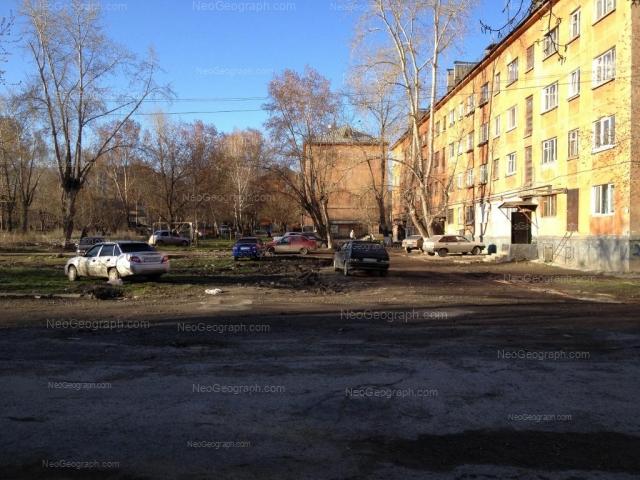 Адрес(а) на фотографии: улица Данилы Зверева, 10, 12, 14, Екатеринбург