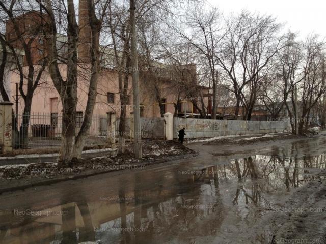 Адрес(а) на фотографии: улица Лобкова, 2, Екатеринбург
