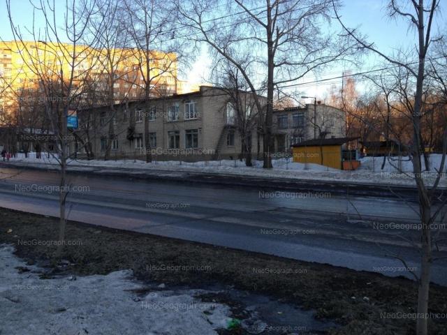 На фото видно здание с адресом улица Сулимова, 67, Екатеринбург -  детский сад 104
