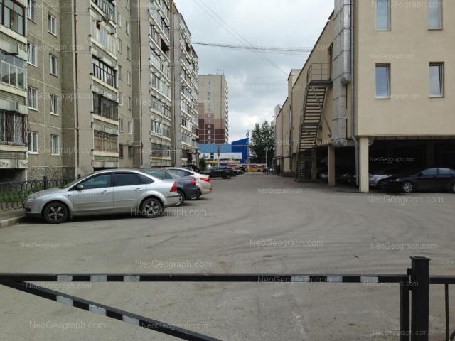 Адрес(а) на фотографии: улица 40-летия Октября, 73, 75, Екатеринбург
