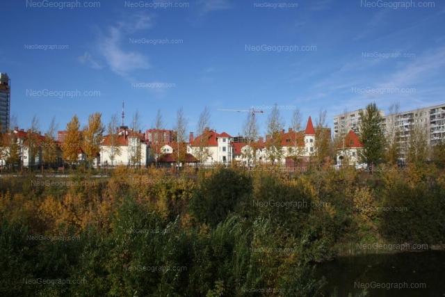 Адрес(а) на фотографии: улица Луначарского, 225, 240/4, 240/5, 240/6, Екатеринбург