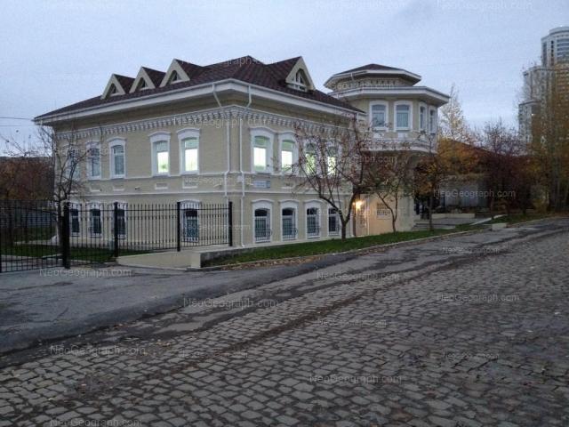 Адрес(а) на фотографии: улица Октябрьской Революции, 52, 56, Екатеринбург