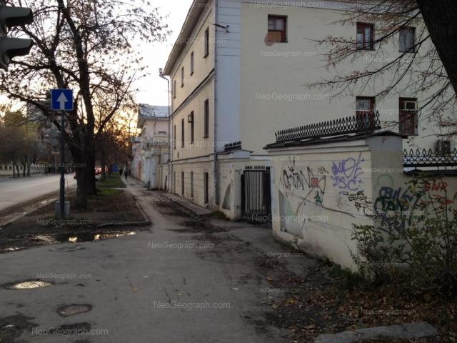 Адрес(а) на фотографии: улица Декабристов, 36, 38, Екатеринбург