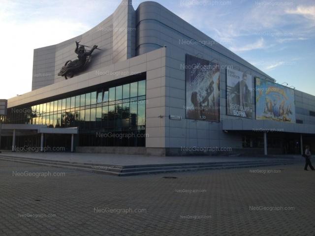Кино в Екатеринбурге: киноконцертный театр Космос Адрес: улица Дзержинского, дом 2