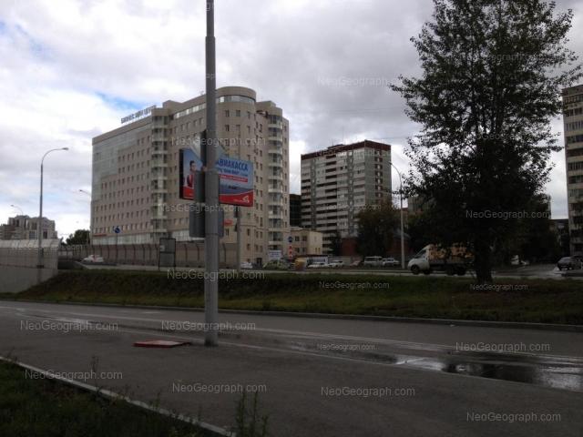 Адрес(а) на фотографии: улица Фурманова, 111, 115а, Екатеринбург