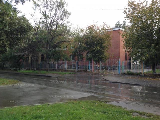 На фото видно здание с адресом улица Крылова, 56, Екатеринбург -  детский сад 28, Теремок