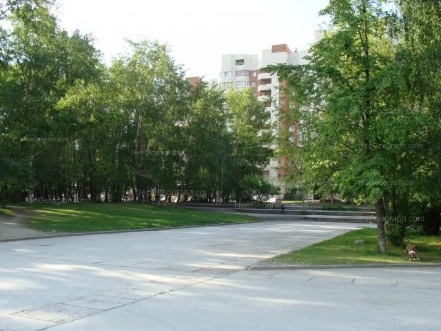 Адрес(а) на фотографии: улица Большакова, 105, 107, 109, Екатеринбург