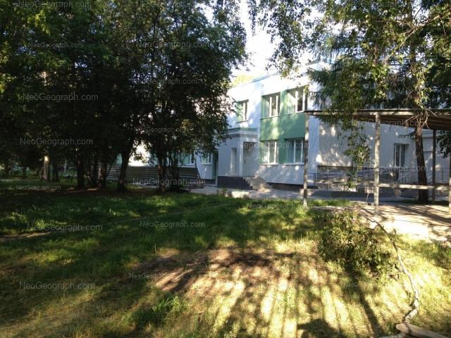 Вид на здание  на улице Громова, 142а. Детская городская больница №5. Поликлиника №2/2