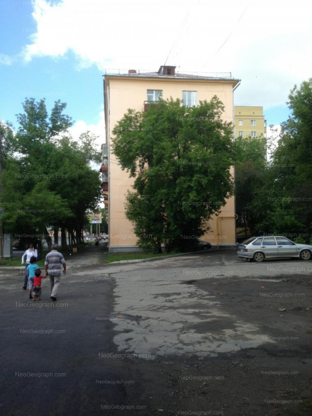 Адрес(а) на фотографии: улица Машиностроителей, 28, 30, Екатеринбург