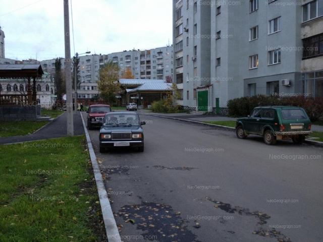 Адрес(а) на фотографии: улица Сакко и Ванцетти, 18, 24, 25, Екатеринбург