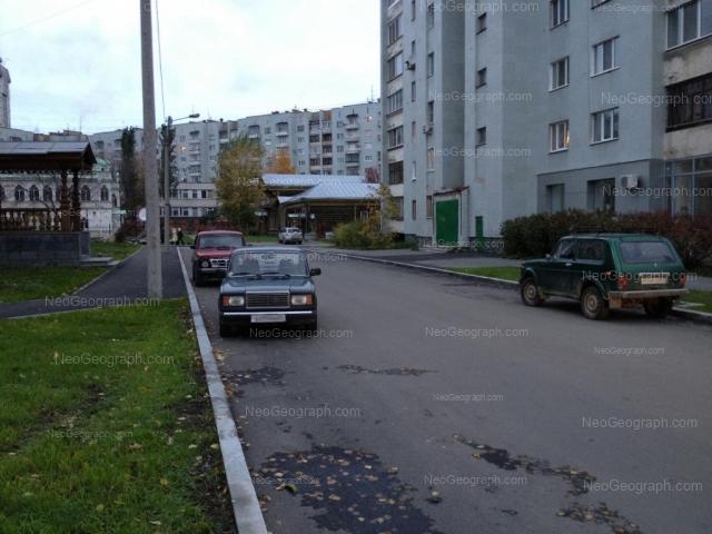 Address(es) on photo: Sakko i Vantsetti street, 18, 24, 25, Yekaterinburg