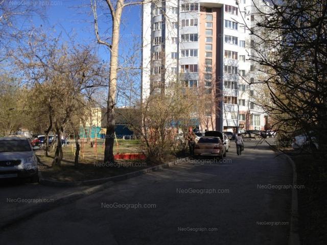 Адрес(а) на фотографии: улица Пальмиро Тольятти, 11А, 13, Екатеринбург