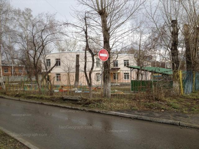 На фото видно здание с адресом улица Минометчиков, 32, Екатеринбург - детский сад 55