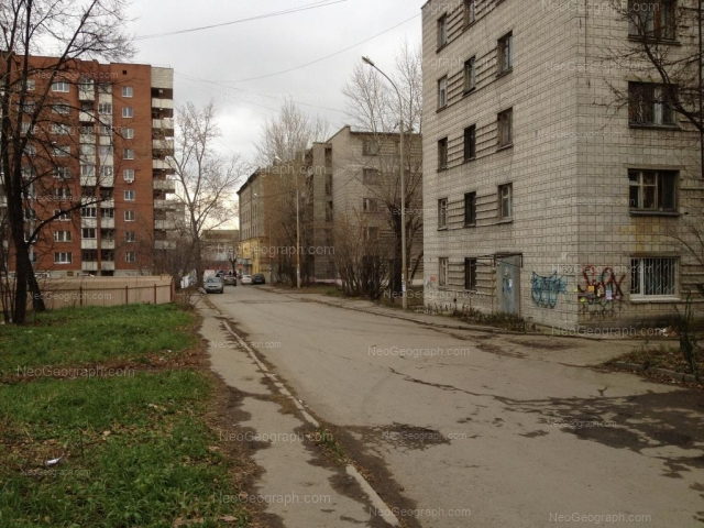 Адрес(а) на фотографии: улица 8 Марта, 80, 82, 82a, 82б, Екатеринбург