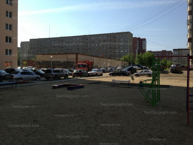 Адрес(а) на фотографии: Боровая улица, 23, 25, Екатеринбург
