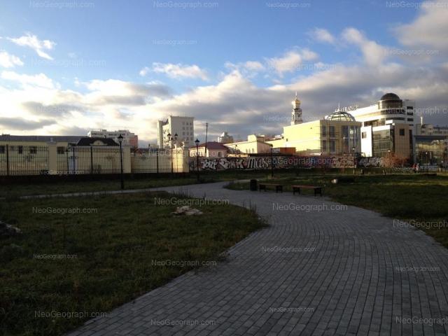 Адрес(а) на фотографии: улица Добролюбова, 1, 3, 7б, 9в, Екатеринбург
