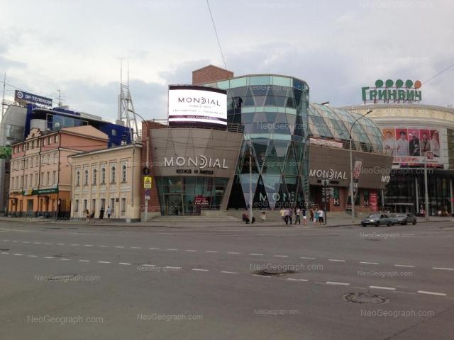 Адрес(а) на фотографии: улица 8 Марта, 30, 32, 32А, 46, Екатеринбург